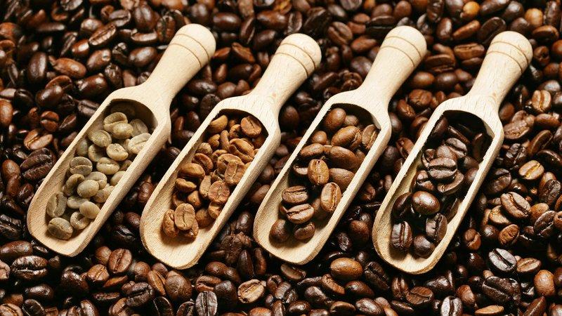 Ce tip de cafea conține cea mai mare cantitate de cofeină?